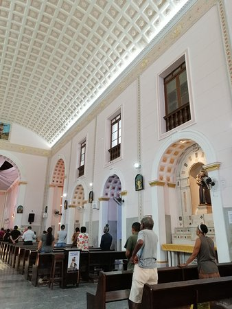 Sao Luis, MA: Interior con techo y retablos