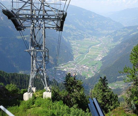 Mayrhofen Ahornbahn: Blick von oben ins Tal