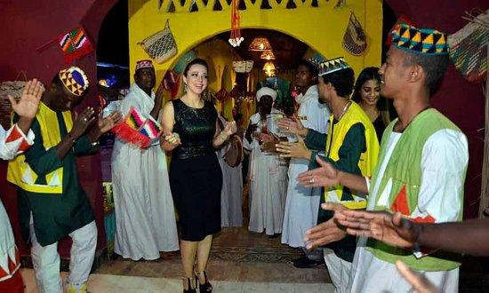 Glabya party Dancing