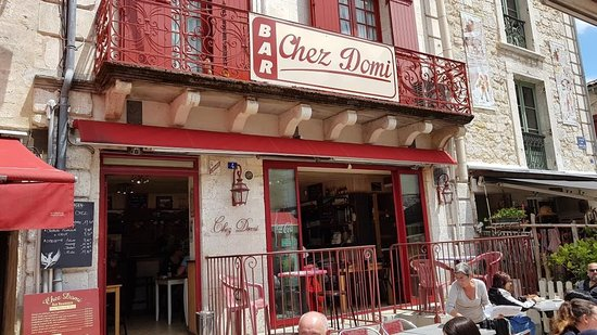 Chez Domi: la façade du restaurant, à côté de l'embarcadère