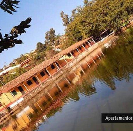 Amparo, SP: Com acomodações para até 6 pessoas, a Pousada Estância Turística Rafaela está preparada para receber grupos, excursões, eventos empresariais, religiosos, escolares, cerimôniais, entre outros.