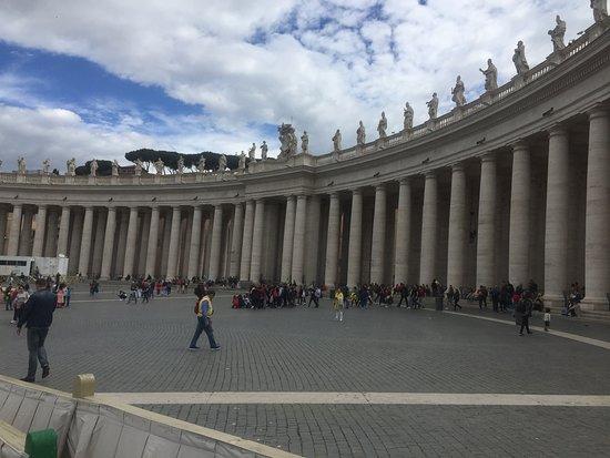 St. Peter's Square: La columnata