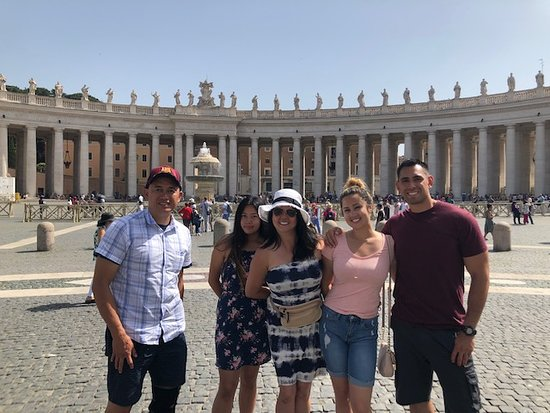 Discovery Tours Limousine Service Day Tours: Vatican Square