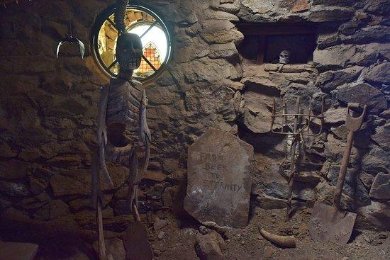 Mystery Castle: Crypt