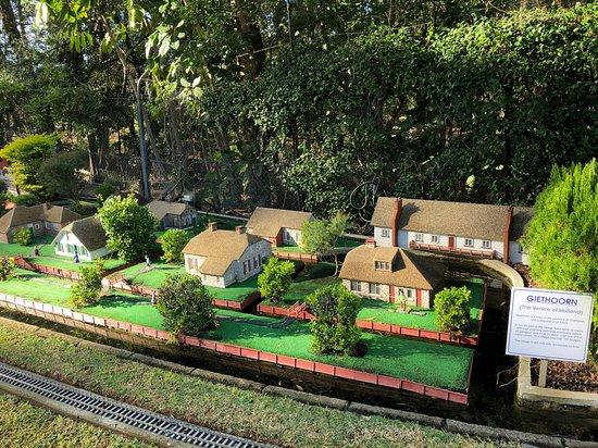 The Clog Barn: Miniature Giethoorn