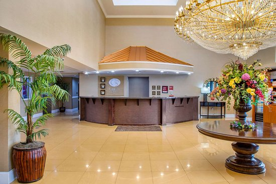 Comfort Suites Gateway: Hotel lobby