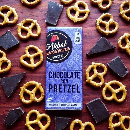 Chocolate oscuro con crujientes pretzel