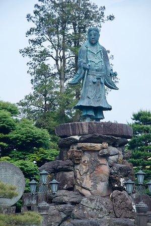 Kenroku-en Garden Statue