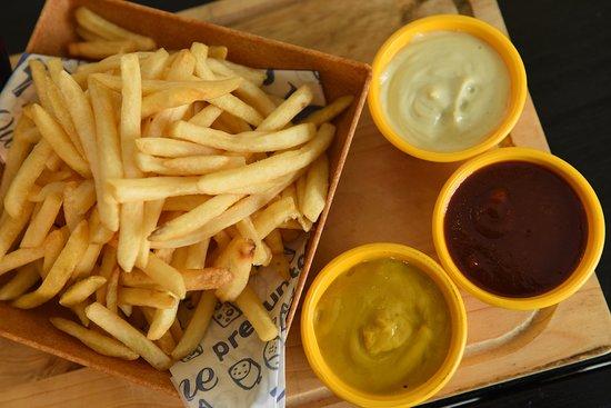 Na Brasa Burguer CF: Batata Frita com opção de molho