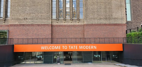 Тейт Модерн: The entrance to the new section of The Tate Modern
