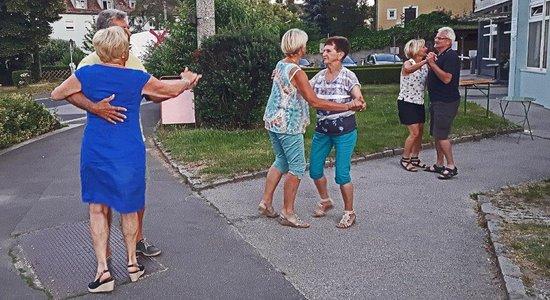 Tanz am Vorplatz