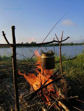 Pribrezhnyy, Russland: Вот так я отдыхаю на природе. Ездили с ночевкой в поселок Прибрежный.  Палатка, удочка и полный полный штиль. Мое лето 2019