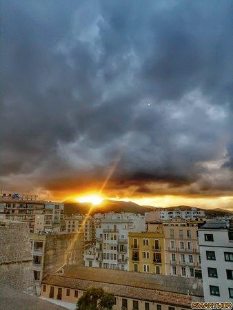 CUCHA Ibiza - Curry & Champagne