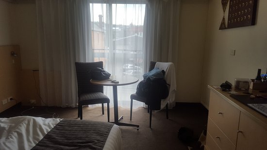 ‪‪Best Western Hobart‬: King Room has no desk or lounge chairs as advertised on the booking site. The only accessible power point is the one you can see in the far left corner. ‬