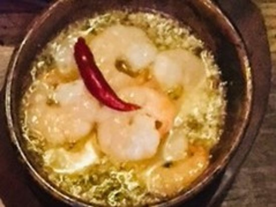 Charcoal cuisine Spanish bar Mon‐Rico: 海老のアヒージョ!アツアツがめちゃくちゃ美味しいです!!