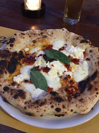 Pizza eccellente in contesto unico