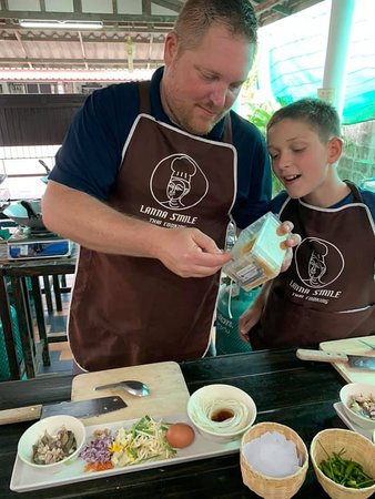 Lanna Smile Thai Cooking: Great experience for families.