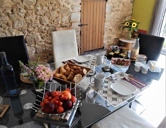 Birac, Francja: Petit déjeuner sucré/salé