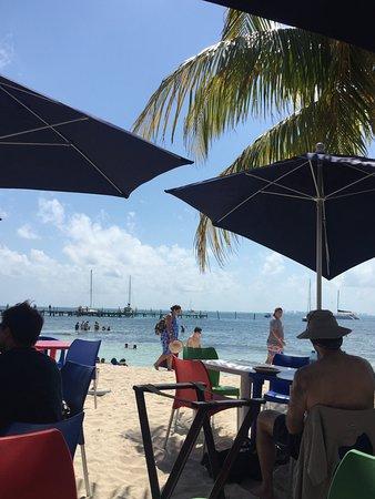 Playa Lancheros: Al fresco lunch with feet in the sand