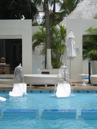 Oh! The Urban Oasis: Water spout chairs around the pool.