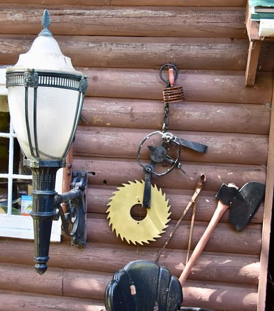 The Outpost Lodge: Lodge Decorations