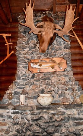 The Outpost Lodge: Fireplace