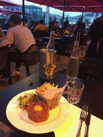 Cafe Auguste: tartare de boeuf on the terrace