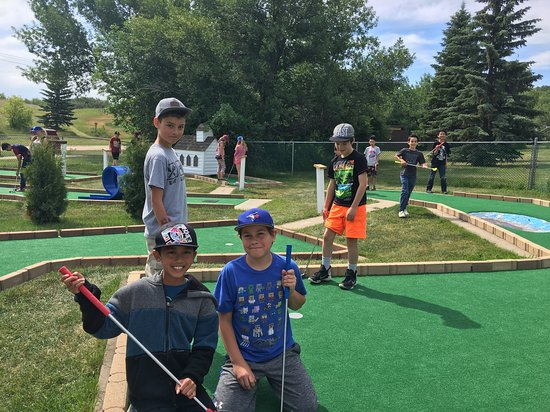 Squirrely Putt & Play: Lots of school groups come out for the end of the year