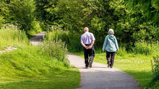 Gwersyllt, UK: Walker enjoying sunshine