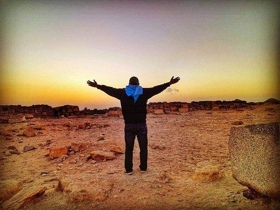 الجيزة, مصر: Sunrise from sun temple pyramid abo grab
