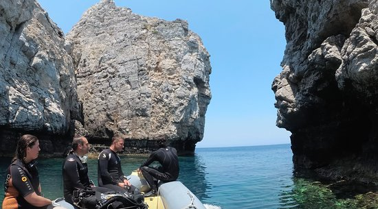 Even the short boat trip the diving sites offers great views!