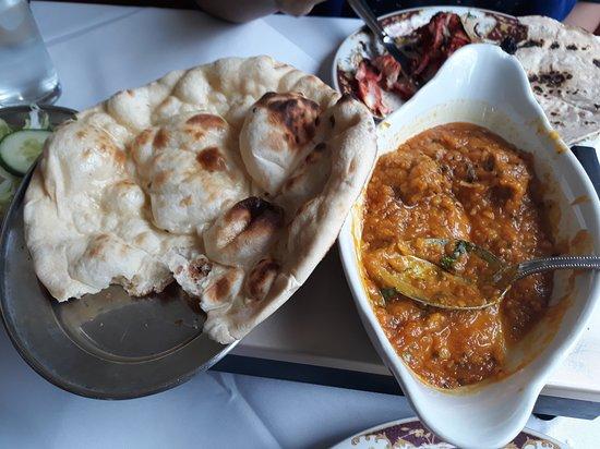 woburn tandoori: Lamb dhansak & naan