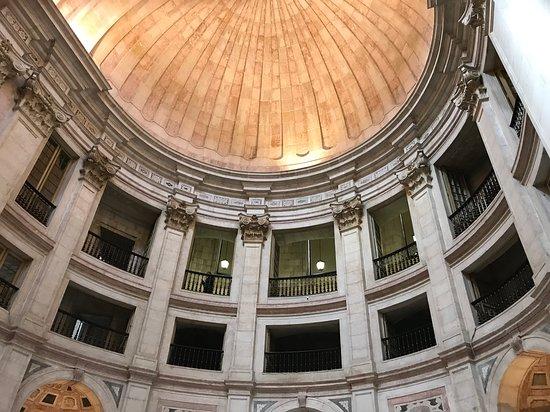 Lissabon, Portugali: Church of Santa Engracia. Prachtig!