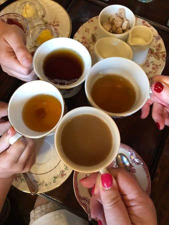 Afternoon tea for 3 generations