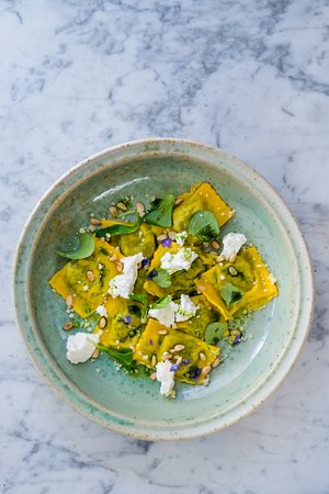 La Bottega Gastronomica: Ravioli filled with smoked ricotta and spinach