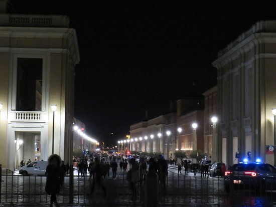St. Peter's Square: Vistas nocturnas