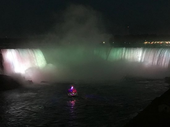 ‪شلالات نياجرا, كندا: Horseshoe falls at night‬
