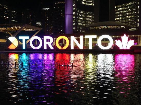 Sheraton Centre Toronto Hotel: Iconic Toronto Sign at night