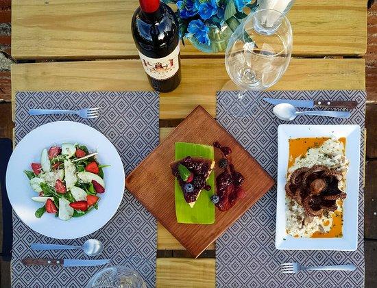 Ensalada y comida de mar