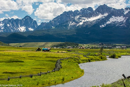 Carey, ID: Sawtooth Mountains in Stanley