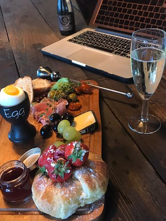 Treorchy, UK: Bistro Cafe Hotel