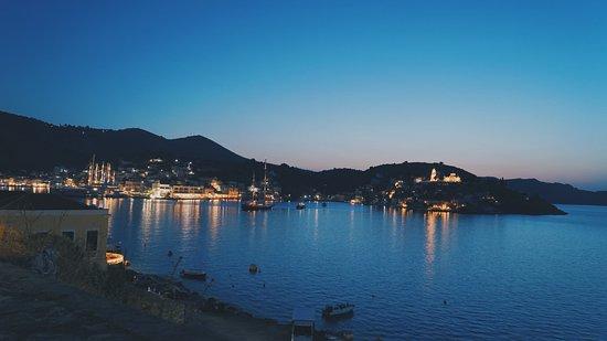 Haritomeni Taverna: Night view.