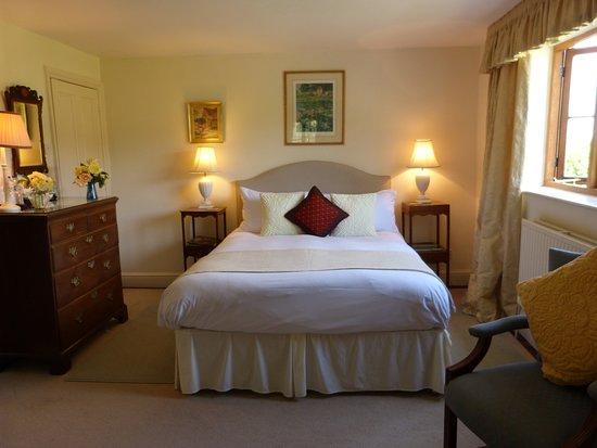 East Chelborough, UK: Cream double bedroom