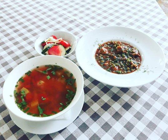 La Tartine Cotroceni: 🍴 Vă așteptăm #LaTartine #Cotroceni cu #MeniulZilei (#Miercuri, 3 #Iulie) la 23 lei: - Ciorbă de legume - Pulpă de purcel cu mazăre - Salată de vară   * în limita stocului disponibil P.S. Nu ratați cele mai delicioase #tartine si #FructeDeMare #LaTartineCotroceni #Bucuresti