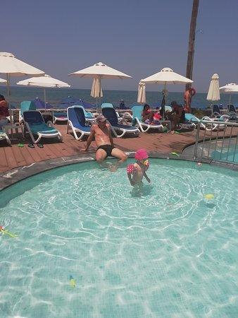 Dessole Malia Beach Hotel: detsky bazen so slanou vodou