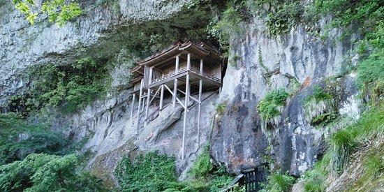 「日本一危険な国宝」こと三徳山三佛寺 投入堂です。わが人生で最高の風景の一つです!!