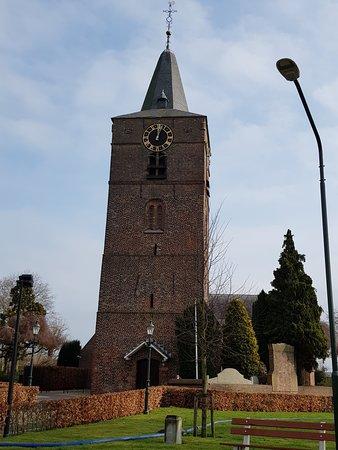 Veen is een dorp in de gemeente Altena in de Nederlandse provincie Noord-Brabant. De voorheen zelfstandige gemeente Veen werd in 1973 bij Aalburg gevoegd, maar al vanaf 1852 werd het burgemeestersambt van Veen en van Wijk en Aalburg door dezelfde persoon vervuld. Het dorp telt 2.713 inwoners.