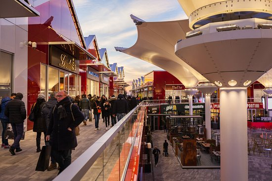 Scalo Milano Outlet & More: Food Court