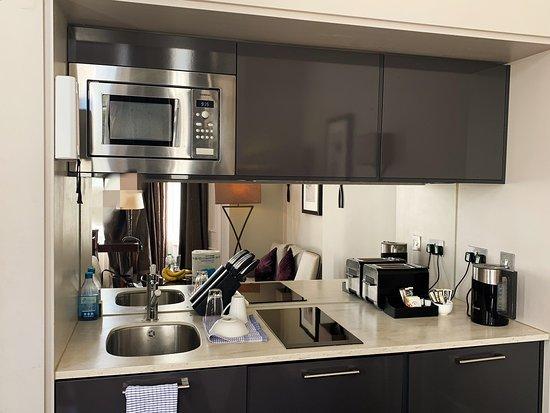 Fraser Suites Queens Gate: Kitchenette (Studio Executive)