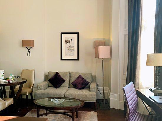 Fraser Suites Queens Gate: Living/ working area (Studio Executive room)
